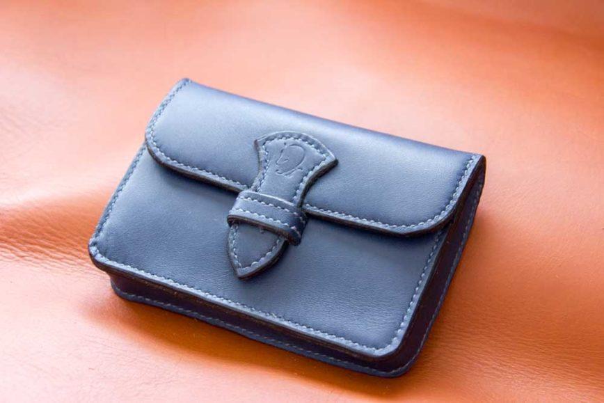 minie-pochette bleue