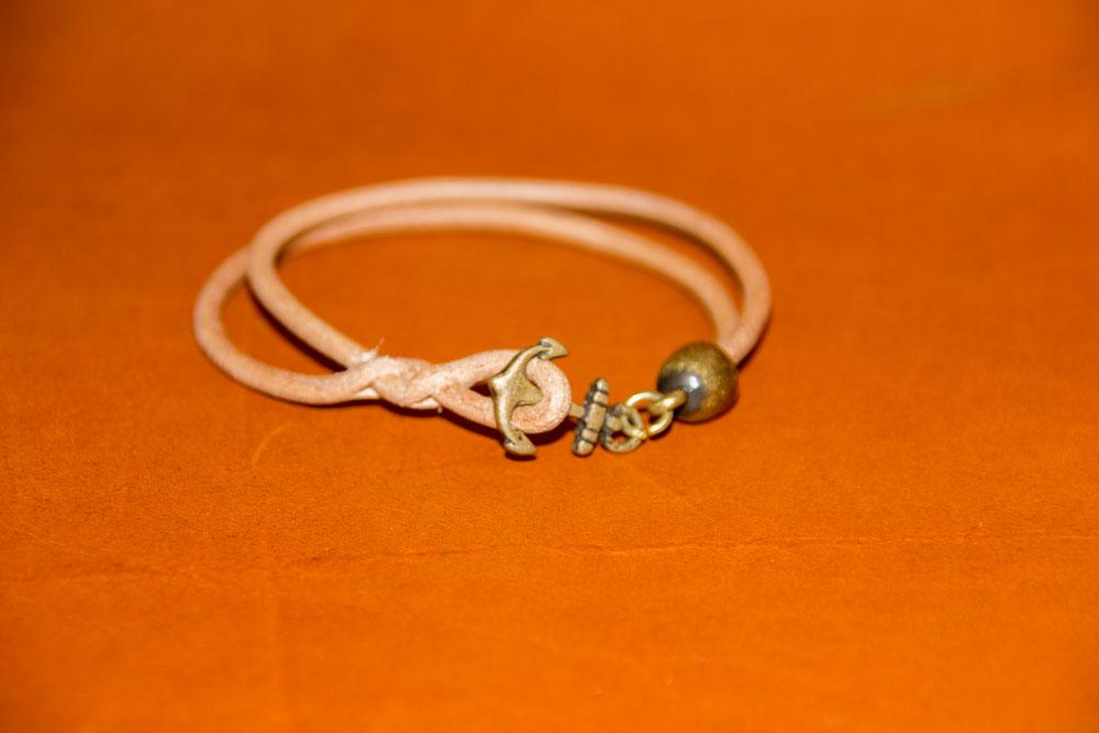 bracelet cuir rond doublé, fermoir ancre marine