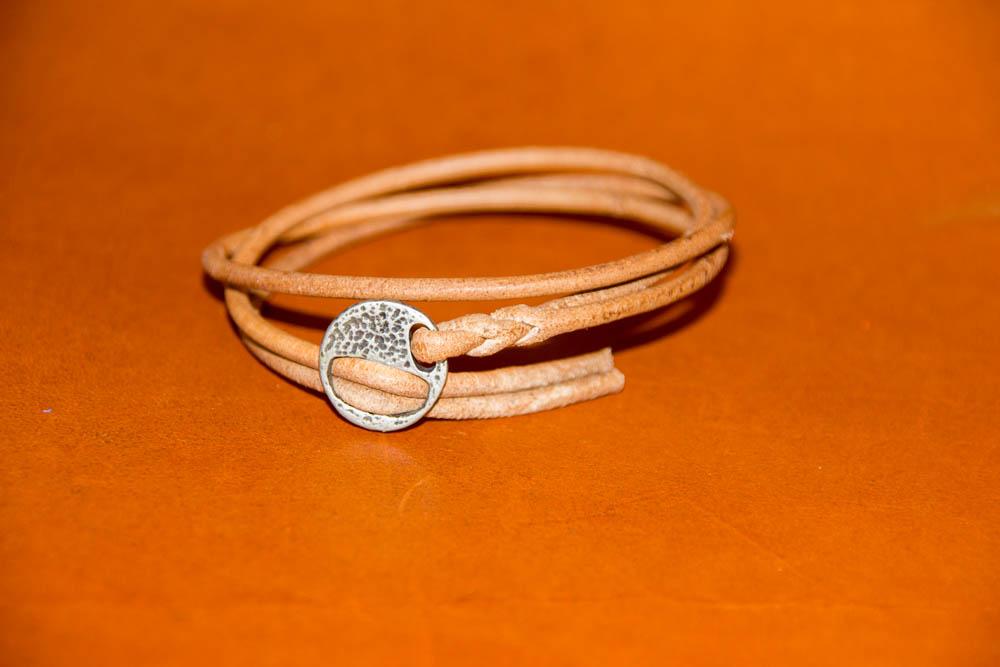bracelet cuir rond triplé, fermoir ethnique