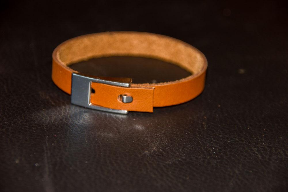 bracelet plat cuir cognac